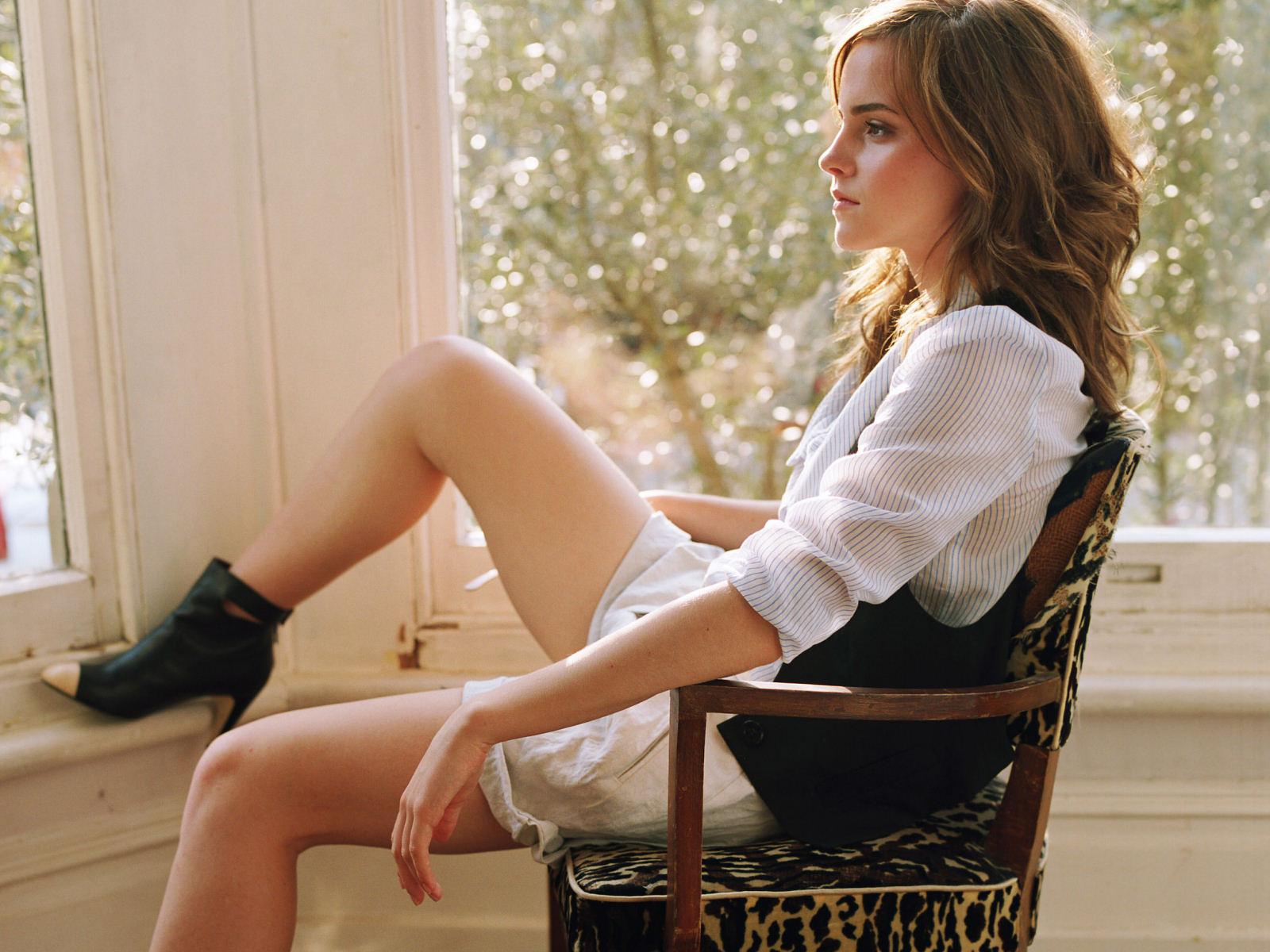 http://4.bp.blogspot.com/-kamkXs19hDg/UGjuAOhwqfI/AAAAAAAAAX8/jZXHZ6xEzFk/s1600/Emma+Watson+Leg+Up.jpg
