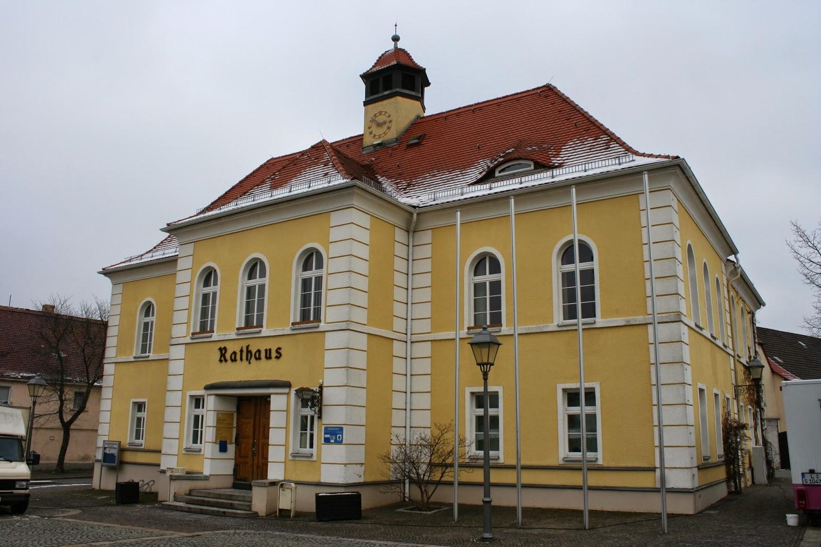Das Rathaus Liebertwolkwitz am gleichnamigen Liebertwolkwitzer Markt 1 wurde um 1841 erbaut - das Bürgeramt des Stadtteils hat im Haus seinen Sitz