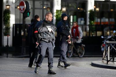Párizs, Franciaország, terrorizmus, késes merénylet