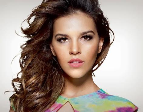 Mariana Rios cabelos médios