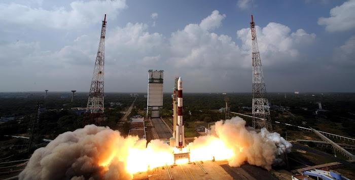 Sứ mệnh Mars Orbiter Mission của Ấn Độ đang được phóng lên từ Trung tâm vũ trụ Satish Dhawan, Sriharikota, vùng bờ biển phía tây của Ấn Độ.