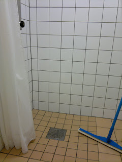 I found a shower, but it not working. Kaputt!