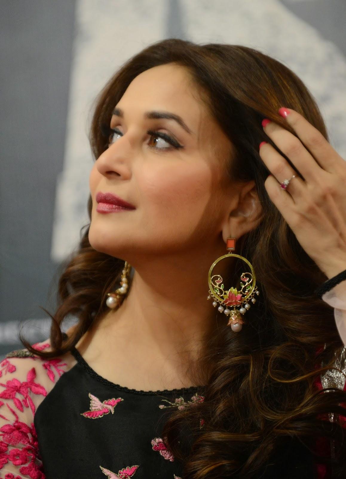 Ahmedabad, India, Bollywood, Showbiz, Movie, Film, Dedh Ishqiya, Madhuri Dixit Nene, Forthcoming, Promotion, Actress,