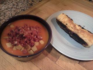 cena flauta pollo y queso y gazpacho