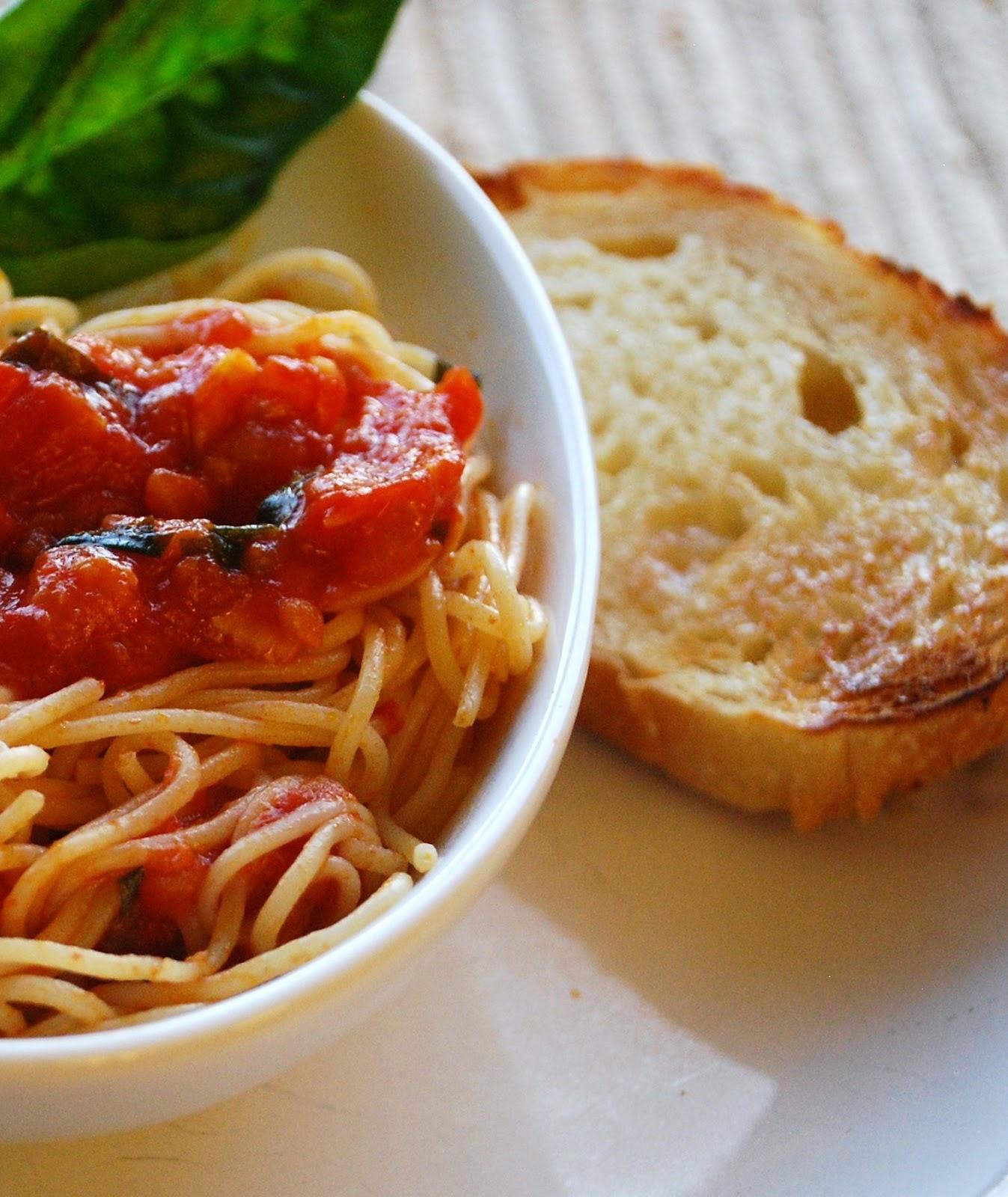 Everyday Insanity Fresh Tomato Basil Pasta