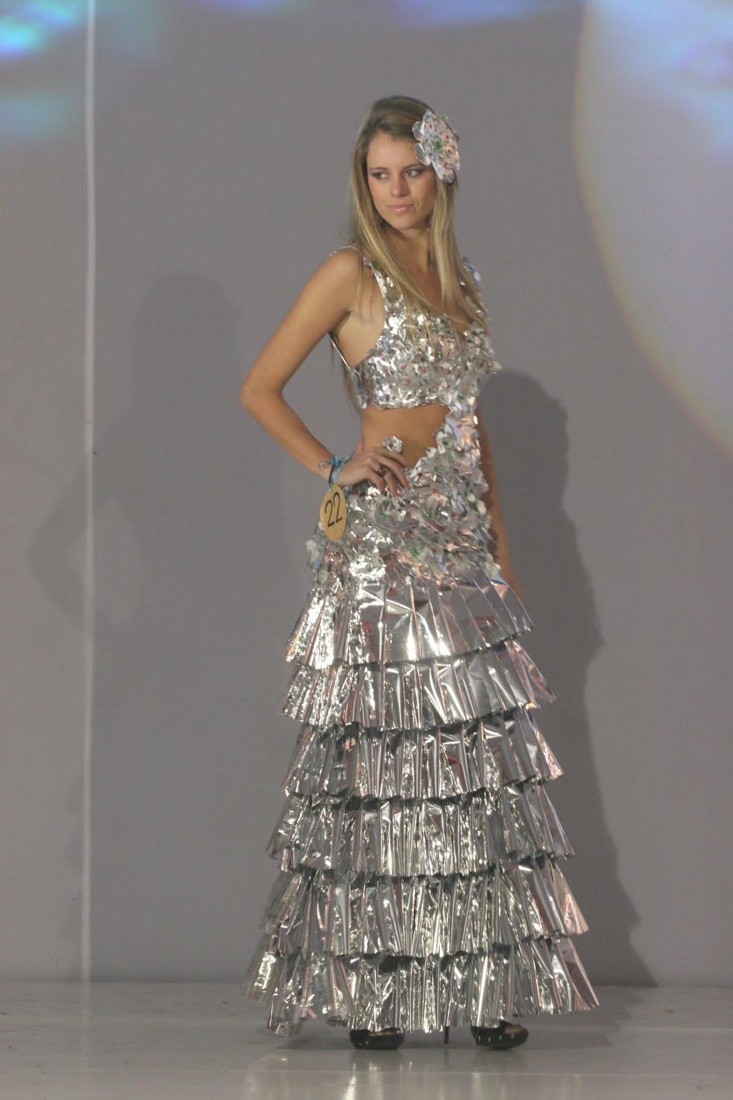 Vestidos hechos con cosas reciclables - Imagui