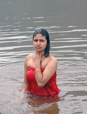 Indian woman wet clothes, seen through wet clothes, super sexy indian women in wet clothes