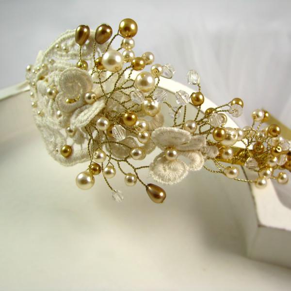 Opaska ślubna ze złotymi perłami