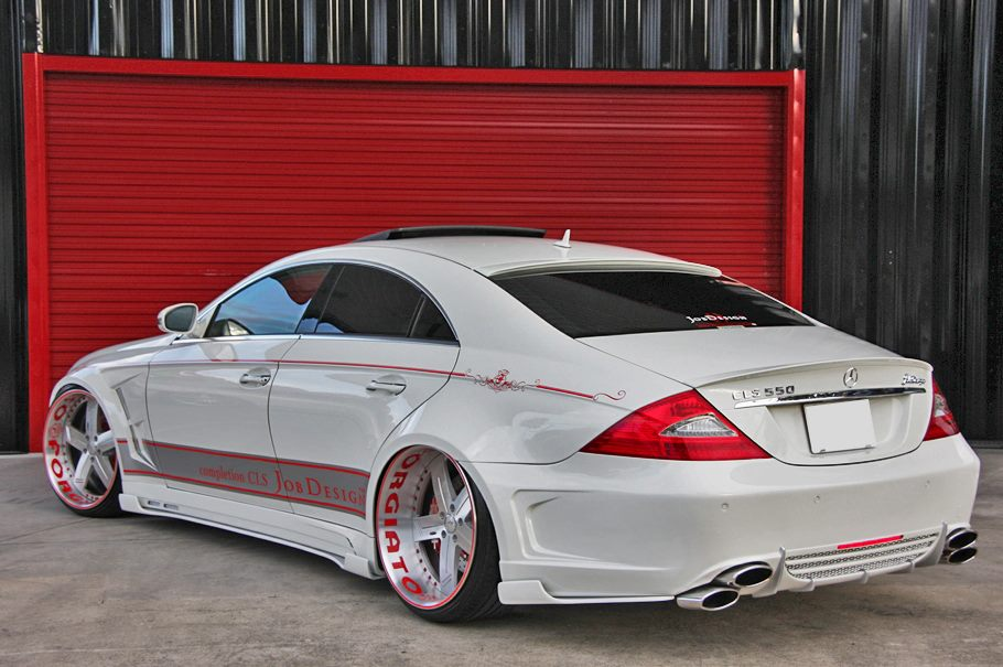 Forgiato shows off a mercedes cls 550 doing donuts with for Custom mercedes benz wheels