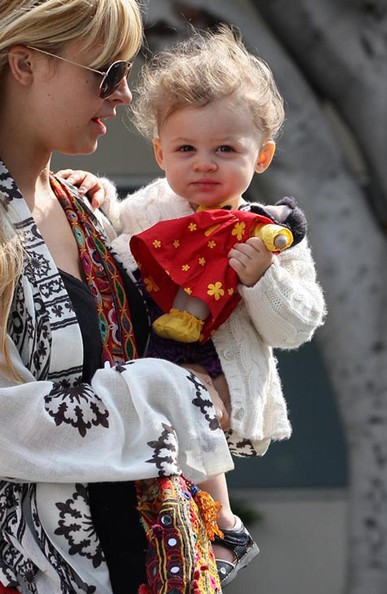 Nicole Richie and boyfriend Joel Madden's cute beby Harlow
