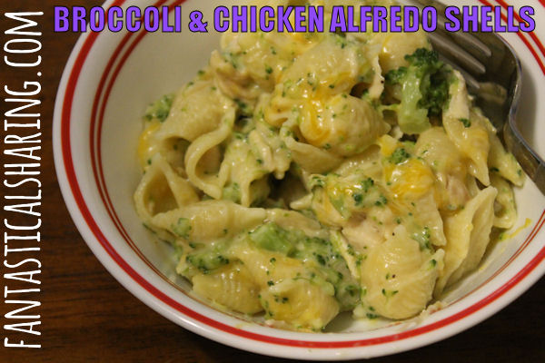 Broccoli & Chicken Alfredo Shells | A delicious meal when you are pressed for time! #chicken #alfredo | www.fantasticalsharing.com