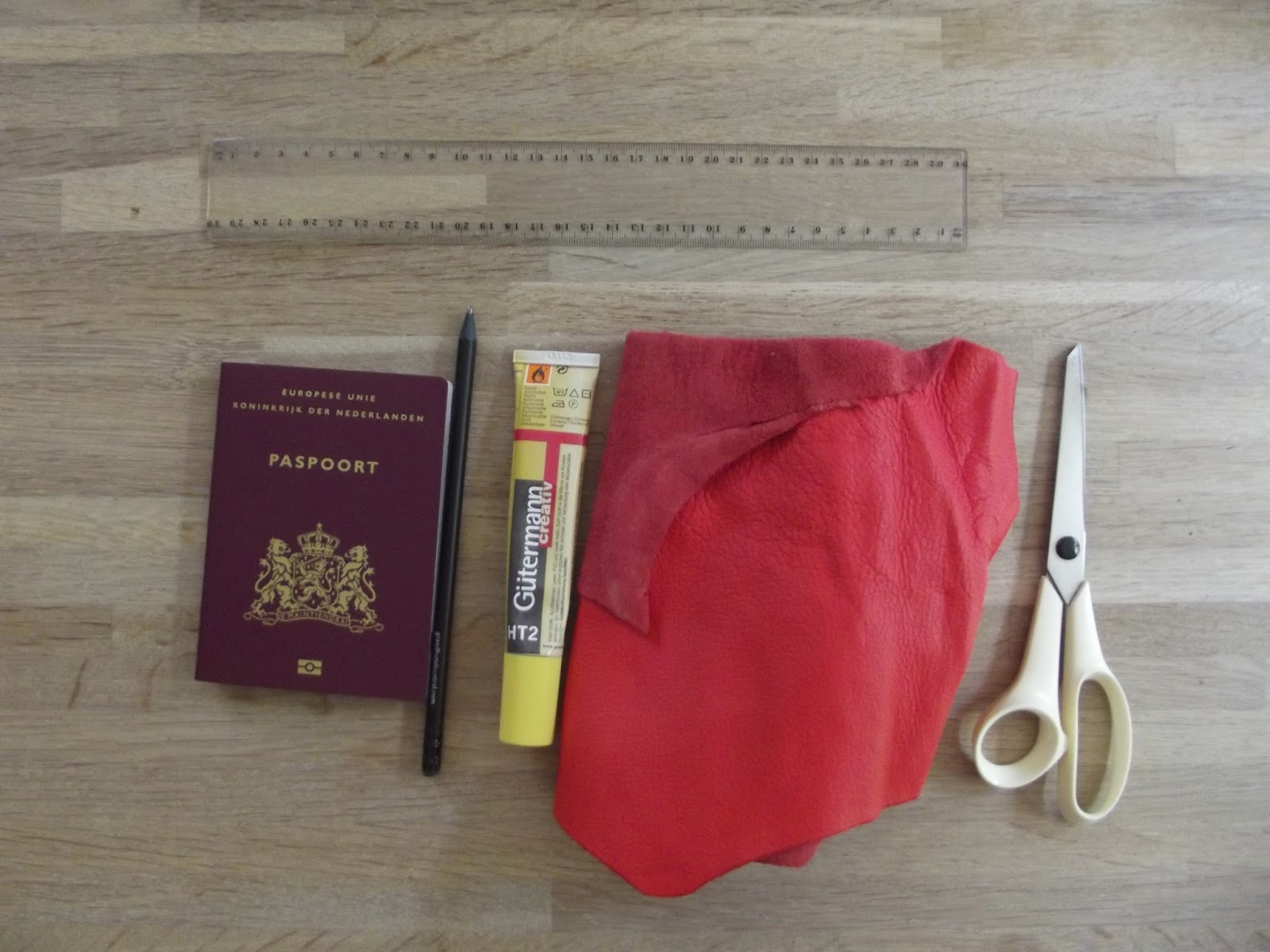 Vluxury diy vluxury leather passport cover no sewing a few months ago i posted inspiration for a passport cover and i finally got time to do this do it yourself project solutioingenieria Images
