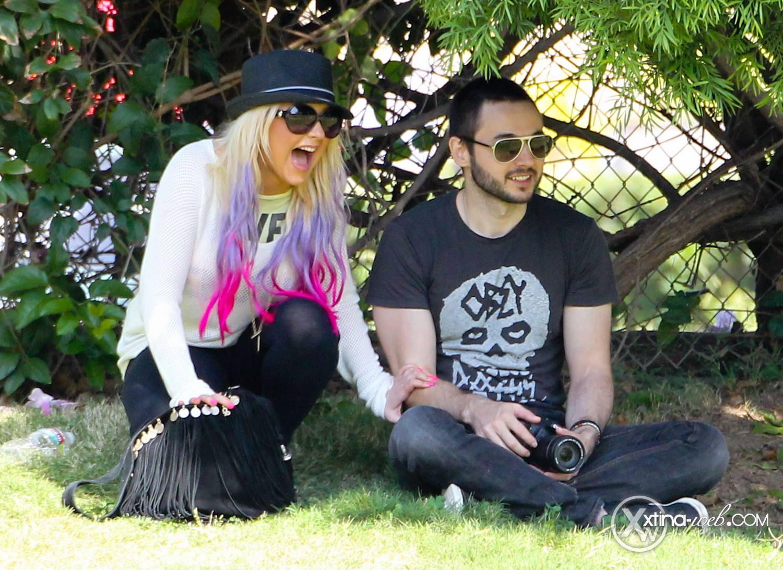 [Fotos] Christina, Max y Matt en Studio City (California) 7/10/2012 32