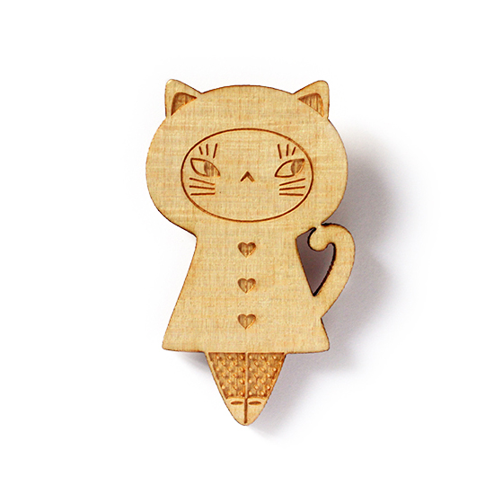 http://www.lesfollesmarquises.com/product/broche-poupee-bois-chat