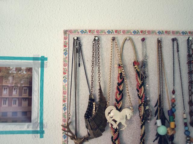 Milowcostblog diy un corcho para ordenar collares - Para colgar collares ...