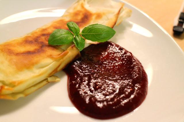 indbagt camembert, indbagt brie, tranebærsauce, cranberry sauce, forret, thanksgoiving, filo, dej