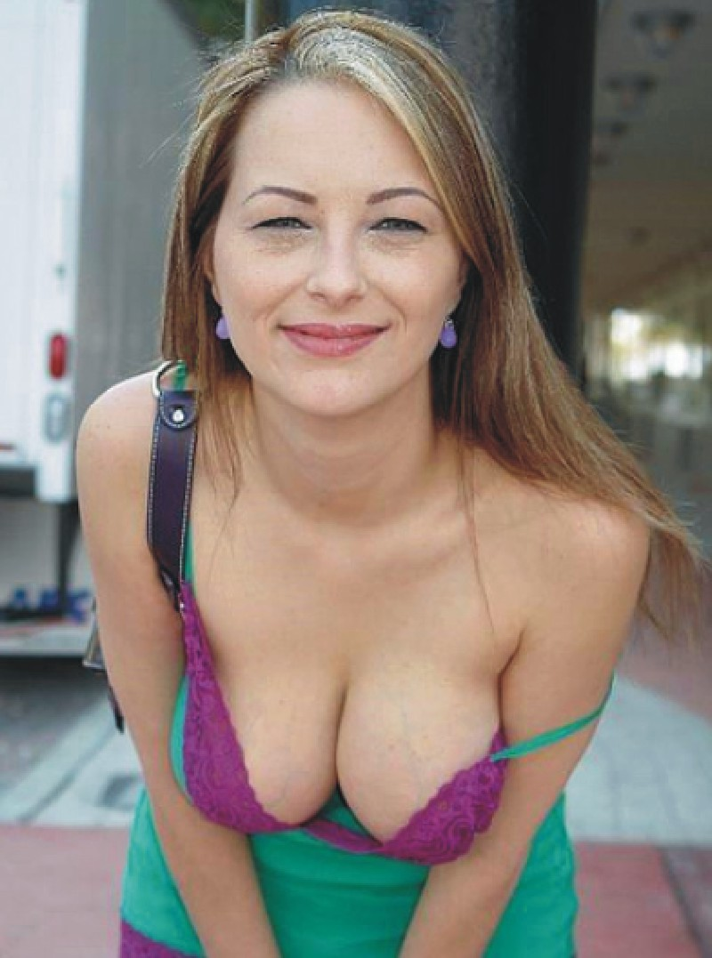 Best Cleavages In The World Blonde Cleavage