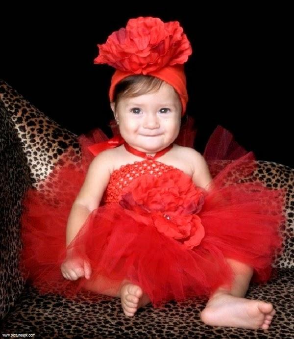 Photo bébé fille avec jolie robe 2015