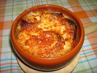 sopa de cebolla gratinada pan queso