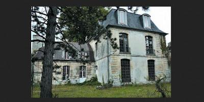 "Di mata orang-orang yang tidak mengetahui sejarahnya, bangunan ini hanya tampak sebagai rumah tua bergaya chateau Prancis. Tampilannya usang dan tua, memancarkan sedikit unsur ""horor"" yang menyeramkan dan mengintimidasi."