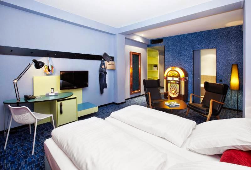 los disparatados hoteles 25 hours hotels with a plus. Black Bedroom Furniture Sets. Home Design Ideas