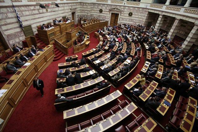 Ψηφίστηκε η τροπολογία για τις συμβάσεις μίσθωσης έργου στους δήμους