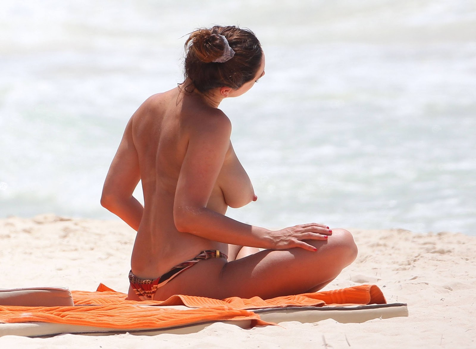 Celebtiger Kelly Brook Topless Bikini Candids In Cancun