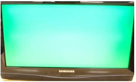 Imagen se observa completamente verde en el TV.