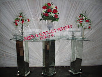 MESA ESPELHADA COM TAMPO EM FORMATO DE S