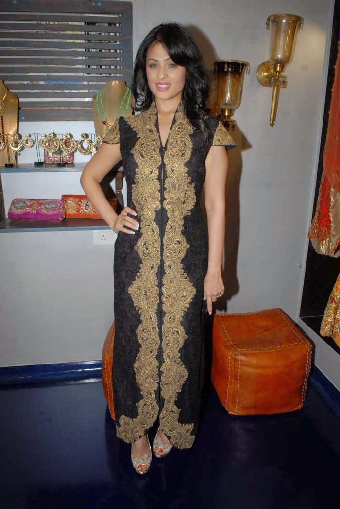 Anjana Sukhani at Mayyur Girotra Couture