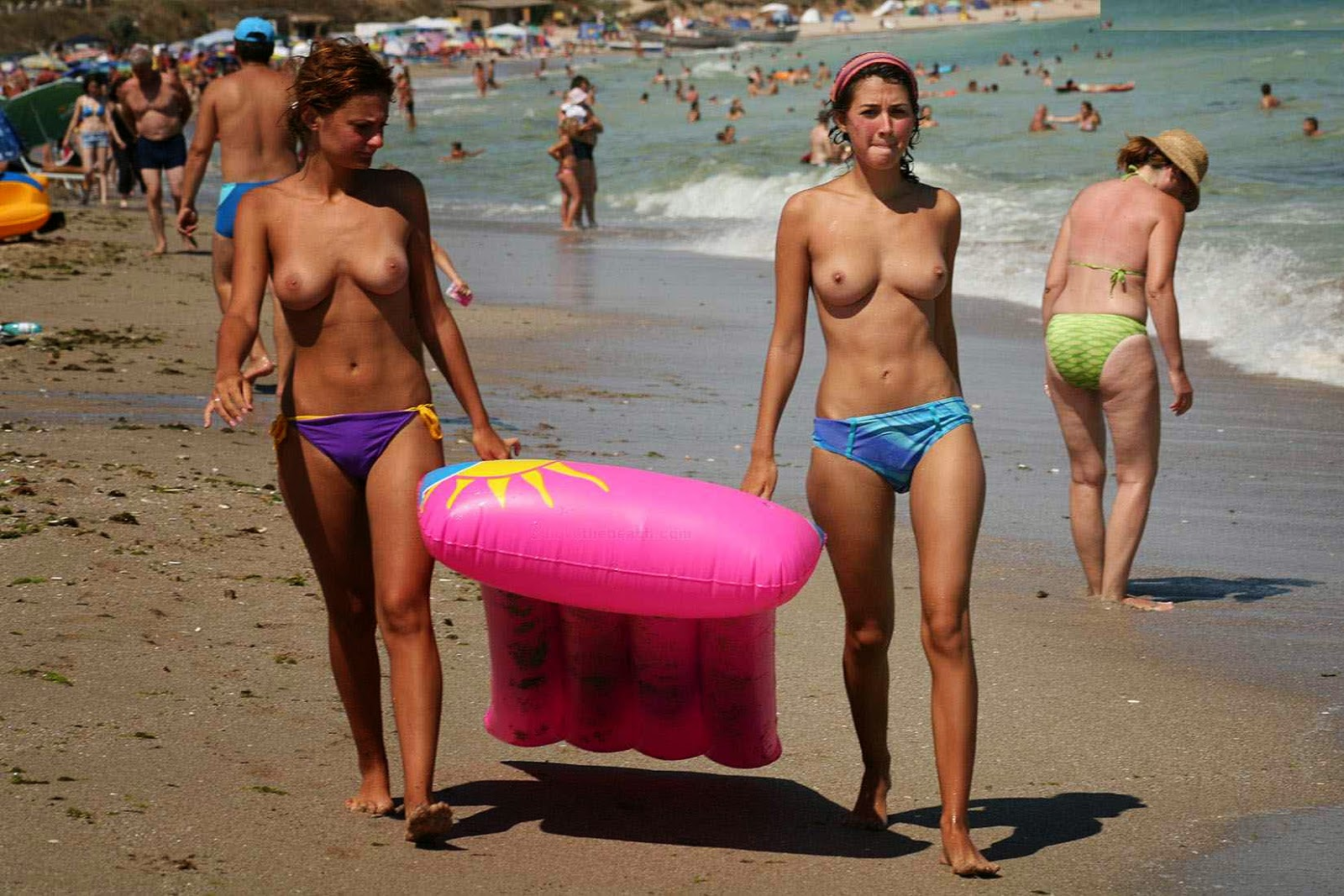 Hot Girls On A Nude Beach