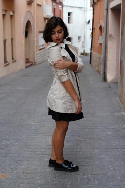 vestido rayas, zapatos oxford, gabardina, outfit, look