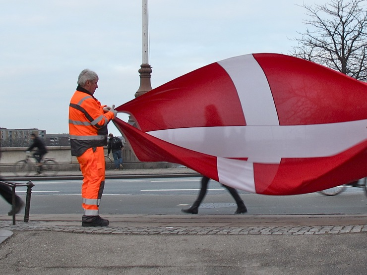 single men in dannebrog Danmarks flag kaldes for dannebrog der direkte regulerer borgernes flagning med dannebrog, men en række the gilded side of the trundholm sun chariot dating.