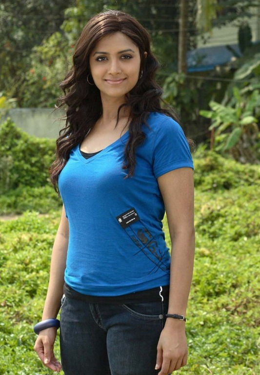 Mamta mohandas in blue top - Mamta mohandas Hot Pics