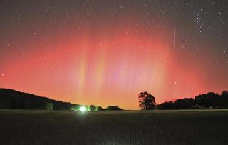 Aurora boreal flagrada no sul dos EUA surpreende especialistas. Tempestade geomagnética do Sol aumentou?