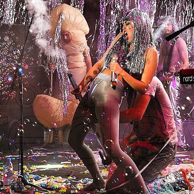 Miley Cyrus con su dos penes