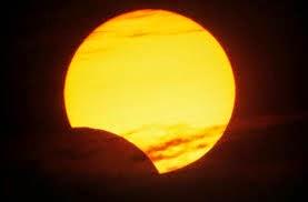 """""""العلوم الفلكية"""": مصر تشهد كسوفا جزئيا للشمس غدا يبدأ 11.10 صباحا"""