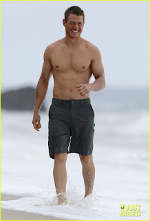 http://www.justjared.com/2015/09/02/the-players-philip-winchester-flaunts-ripped-body-for-shirtless-beach-scene/