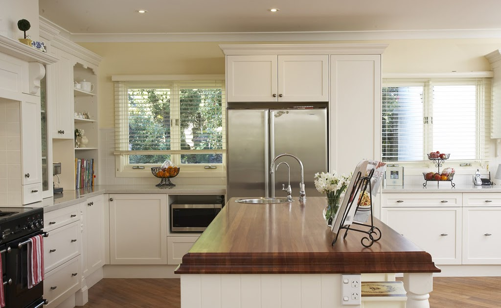 Kitchen backsplash ideas for mahogany cabinets 2017 for Mahogany kitchen designs