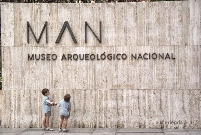Museo Arqueológico Nacional by La Merienda a las 5