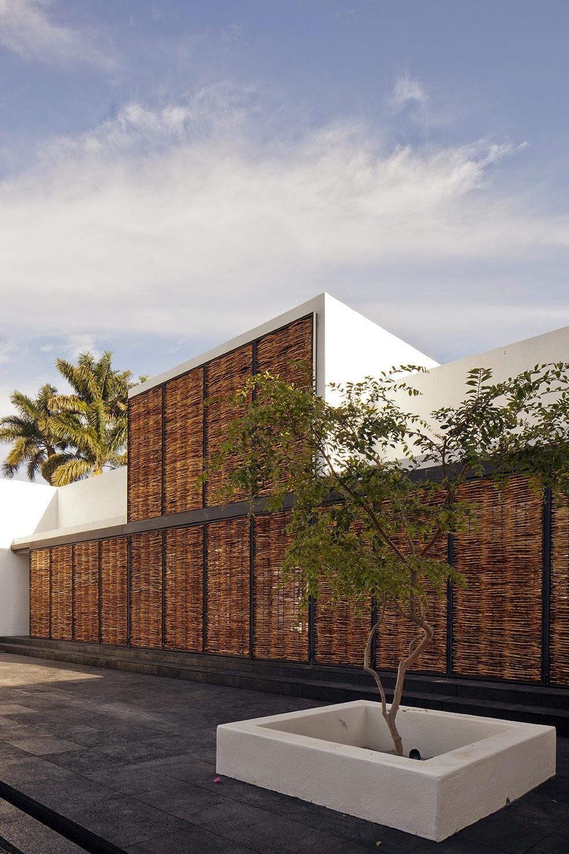 Rumah dengan Perpaduan Lokalitas dan Modernitas 9
