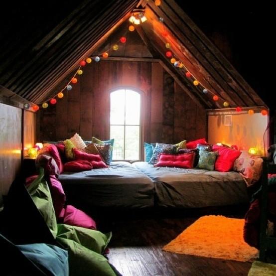 moon to moon hibernation cosy bedroom nooks. Black Bedroom Furniture Sets. Home Design Ideas