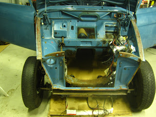 Volvo 122S 1969 front stripped