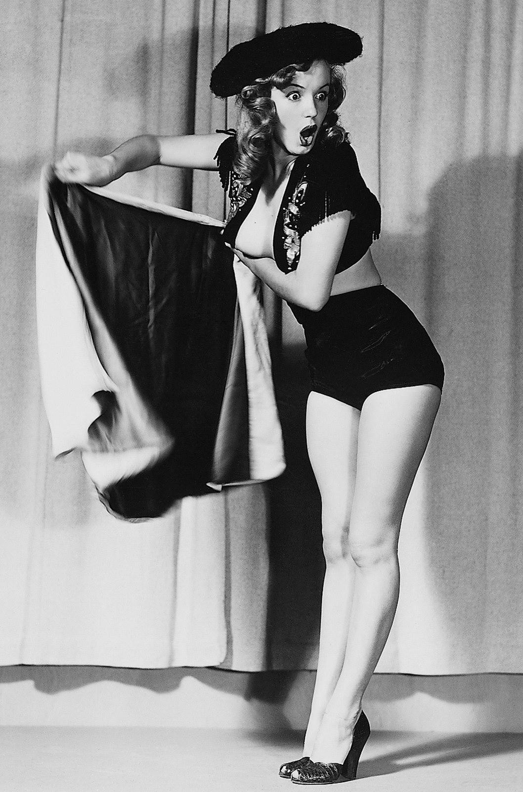 Marilyn Monroe posed for Earl Moran - Pin Up and Cartoon Girls Art ...