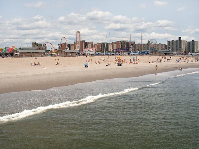 La vue de Coney Island depuis la jetée