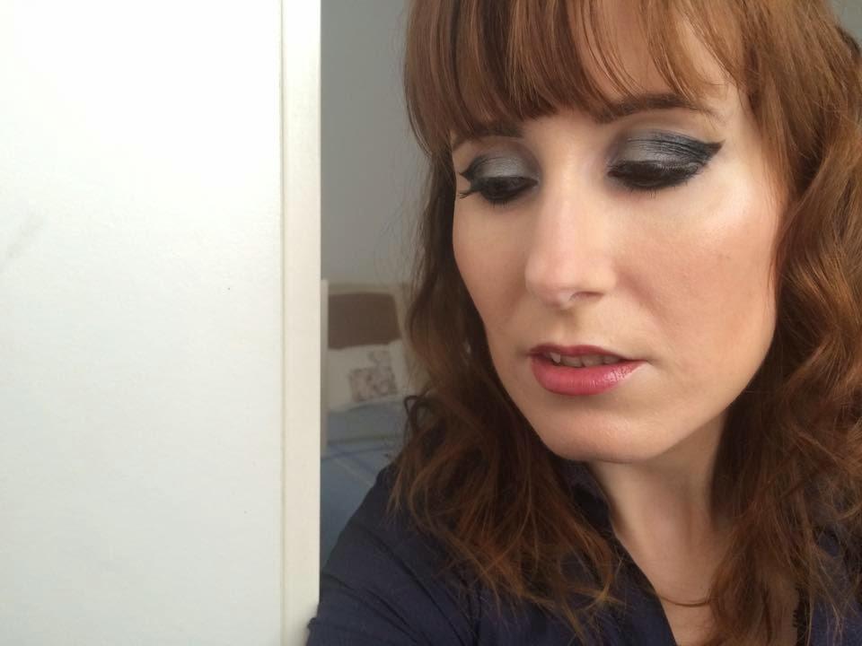 Maquillaje para Navidad en plata y negro