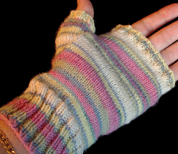 Really Easy Fingerless Gloves Knitting Pattern : The Distracted Domestic: Possible New Obsession