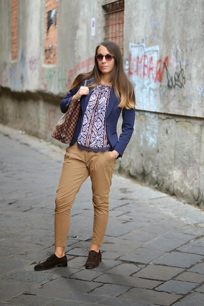 blazer blu pantaloni khaki