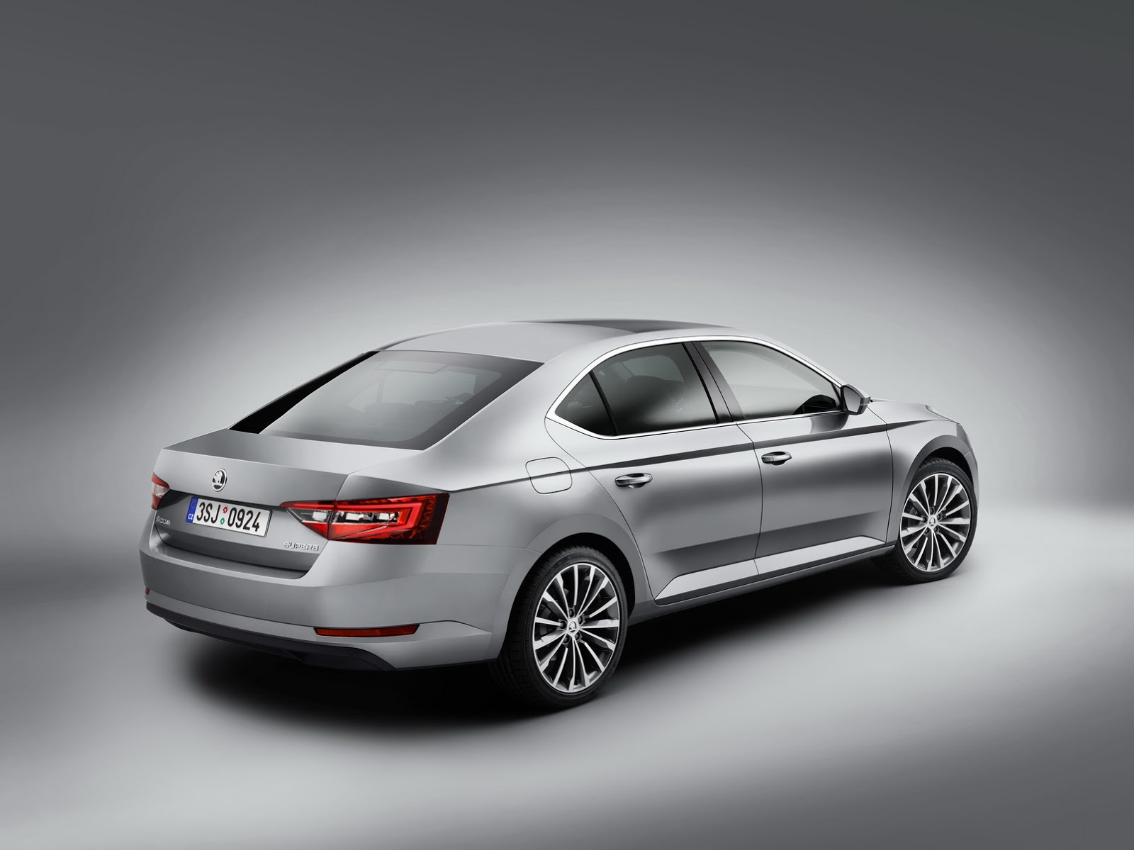 skoda 39 s all new superb officially breaks cover carscoops. Black Bedroom Furniture Sets. Home Design Ideas