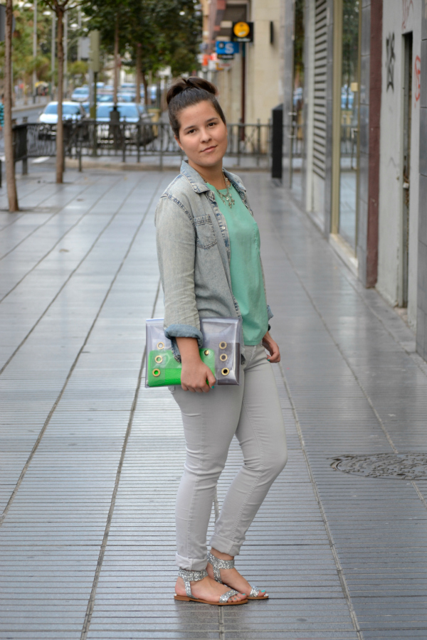 Look_Outfit_Camisa_Vaquera_Denim_Sandalias_Glitter_Lovelypepa_Clutch_Bolso_Transparente_Nudelolablog_03